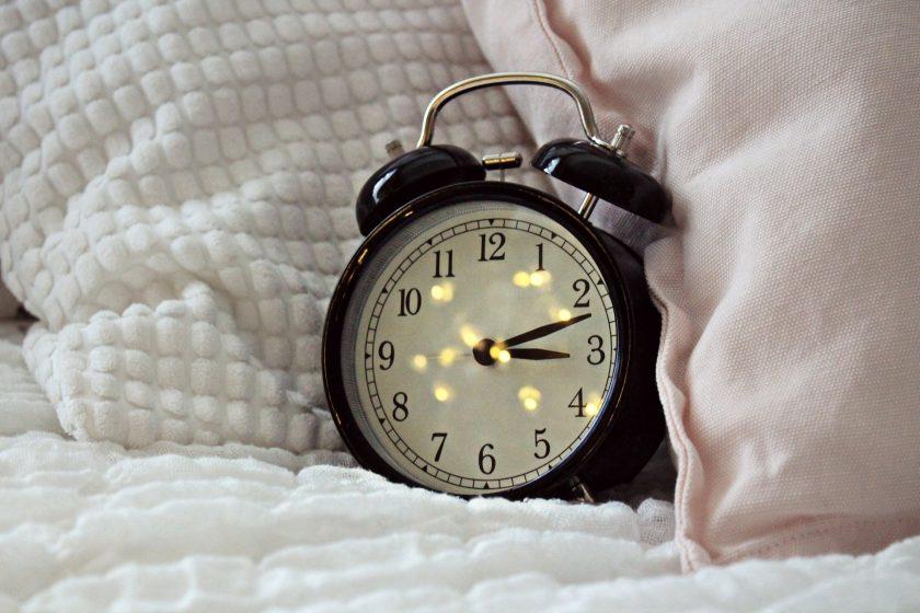Jak nauczyć się wstawać rano – 5 sprawdzonych sposobów